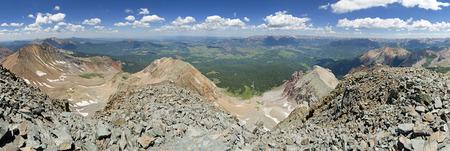 北コロラド州のサンファン範囲でウィルソンの頂上からのパノラマ
