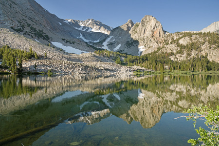 reflection of Basin and Basin South Mountains in Horton Lake near Bishop California Banco de Imagens