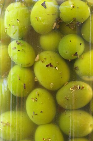 home cured green olives in a jar Banco de Imagens
