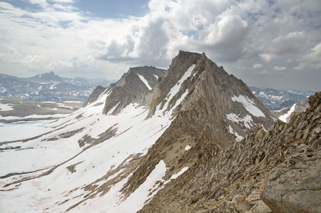 Feather Peak and Royce Peak with late summer snow in the Sierra Nevada Mountains of California Banco de Imagens