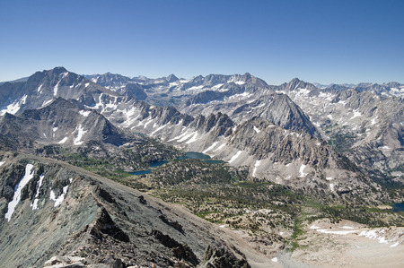 Sierra Nevada Mountain landscape from the summit of Falcor Peak looking South towards Kearsarge Pinnacles and Forester Pass Banco de Imagens