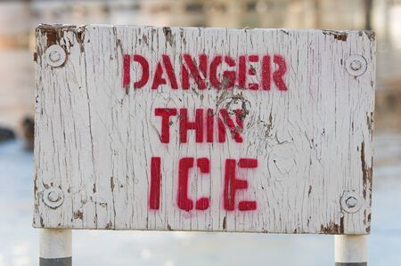 wooden white and red painted danger thin ice sige Banco de Imagens - 92180077