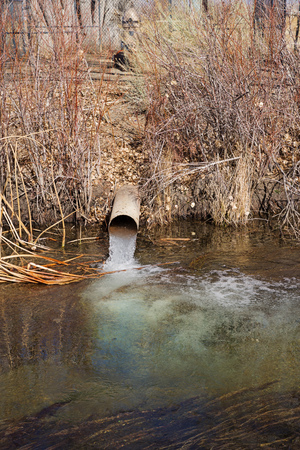 groundwater pumping in the Owens Valley into the North Fork of Bishop Creek Banco de Imagens - 95724983