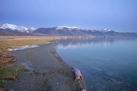 Mono Lake Shoreline before sunrise Stock fotó