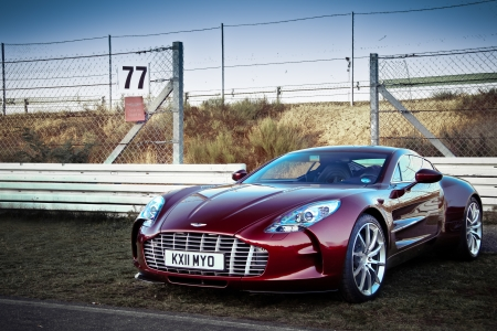 martin: Aston Martin One 77-Aston