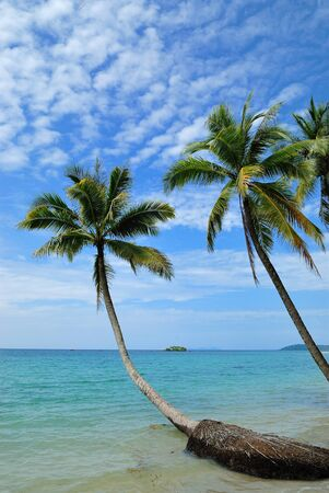 Hermosa playa tropical en Koh Kood, Tailandia photo