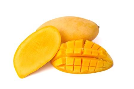 mango fruta: De mango amarillo sobre fondo blanco