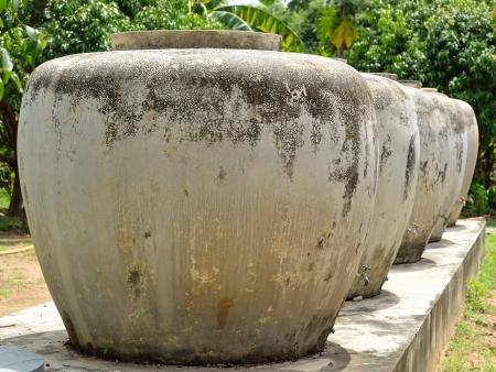 eau de pluie: Jars antique tha� pour le stockage des eaux de pluie