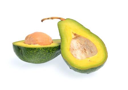 hass: Fruto de aguacate aislado en un fondo blanco