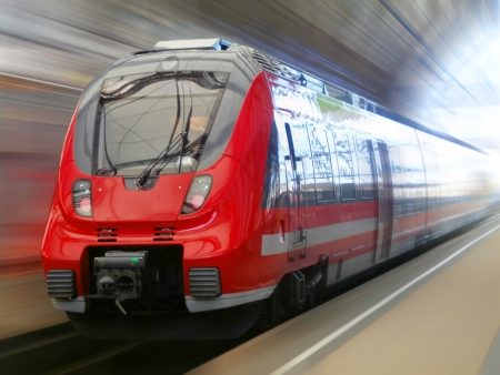 Fast train in blurred motion Stockfoto