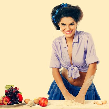 glamur: beautiful brunette in a kitchen