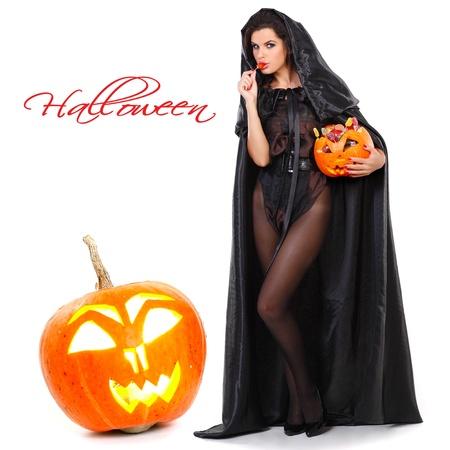 Brunette en costume de sorcière dans la nuit de Halloween Banque d'images - 10417599