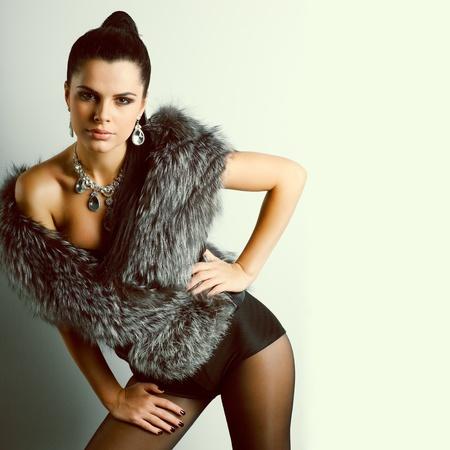 Une photo de la belle fille sexuelle est dans le style de la mode Banque d'images - 10930609