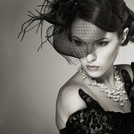 Portrait belle fille dans le style rétro Banque d'images - 11173854