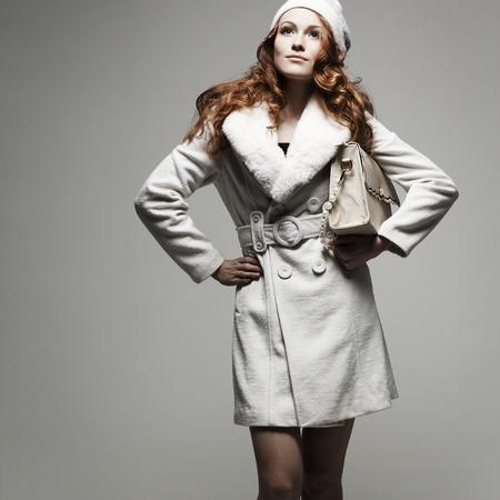 ropa invierno: Una foto de la hermosa muchacha en ropa de invierno Foto de archivo