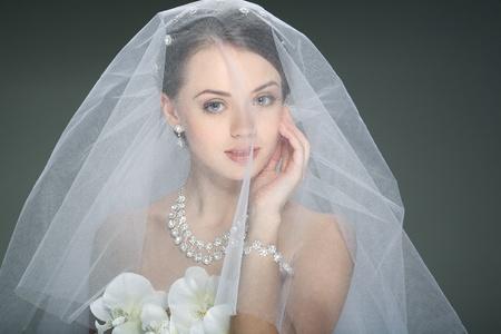 Une belle jeune fille est dans une décoration de mariage Banque d'images - 12941881