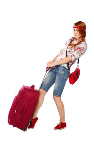 viajero: Hermosa mujer pelirroja tur�stico aislado en un fondo blanco Foto de archivo