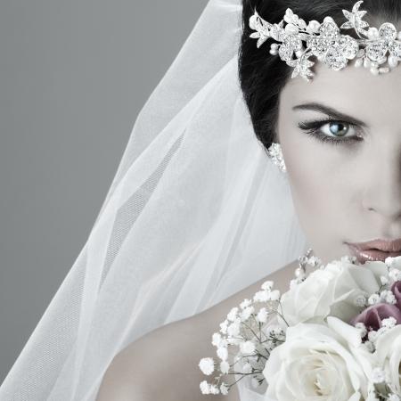 Retrato de la novia hermosa. Vestido de novia. Decoración de la boda Foto de archivo - 15309632