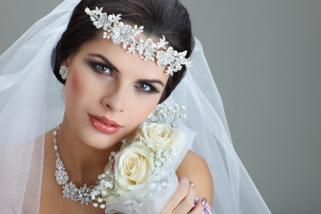 veil: Portrait of beautiful bride. Wedding dress. Wedding decoration