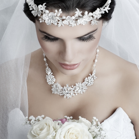 Portrait de belle mari?e. Robe de mari?e. D?coration de mariage Banque d'images - 20020181