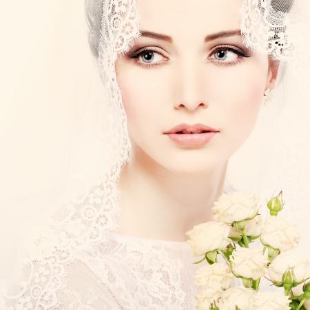 Portrait de belle mariée. Robe de mariée. Décoration de mariage Banque d'images - 24237753