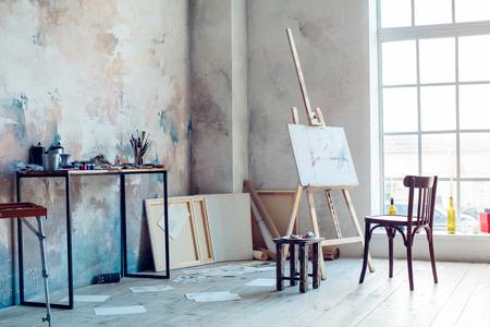 Stanza creativa del posto di lavoro dell'artista nessun hobby della gente