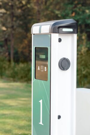 Elcetric car charging station isolated no people transportation side view close-up Banque d'images - 137835670