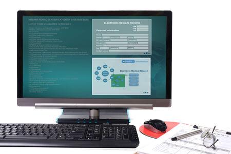 medico computer: Elettronico registrare spettacolo medica sul display del computer