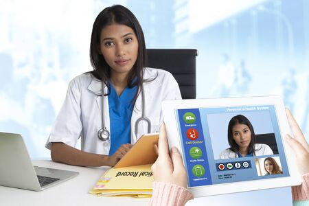 Patients discuss health problems with doctors via remote communication from anywhere. 스톡 콘텐츠
