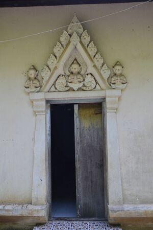 wicket gate: door