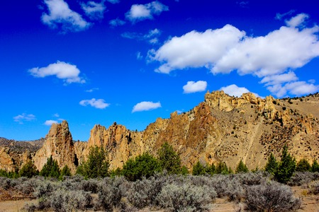 smith rock: Smith Rock State Park in Oregon with blue sky