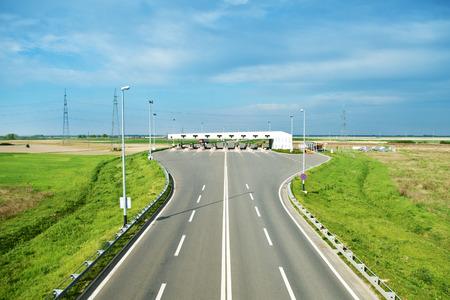 schlagbaum: Autobahn-Maut in der Ferne Lizenzfreie Bilder