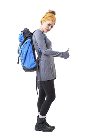 Cool backpacker young hipster woman with rucksack hitchhiking and looking at camera. Full body isolated on white background. Stockfoto - 123065008