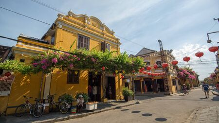 古い通りとホイアンで建物、ベトナム 報道画像