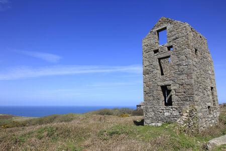 disused: Averiada vieja mina de esta�o de Cornualles Inglaterra Foto de archivo