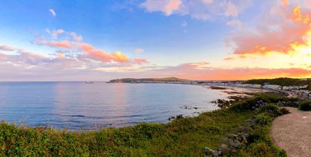 Beautiful panoramic sunset of Douglas Bay Isle of Man 免版税图像 - 115343451