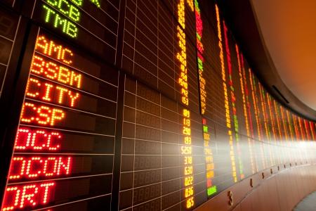 bolsa de valores: Visualizaci�n de las cotizaciones del mercado de valores Foto de archivo