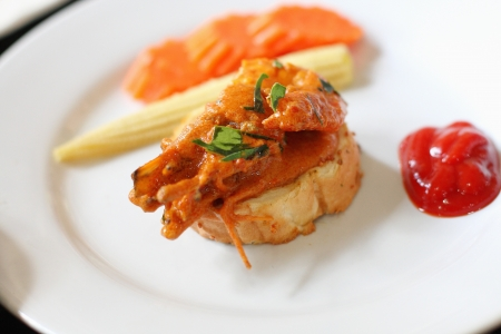 Fried shrimp, spicy sauce on the bread Stock Photo - 21133237