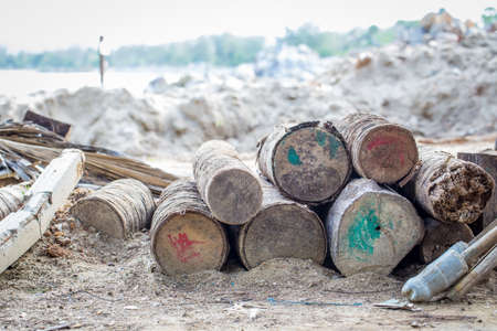 confiscated: Grande legname confiscato spiaggia Archivio Fotografico