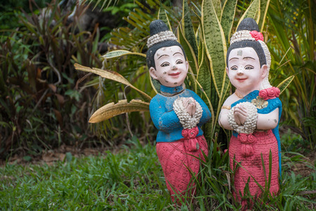 Doll wearing Thai dress, male and female standing posture Hello, welcome