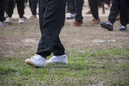Children wear gym shoes on the field. Imagens