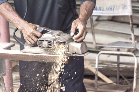 Carpenter is using electric planing machines Фото со стока - 125573865