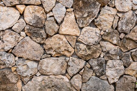 Background of limestone masonry. The surface is decorated with natural material. The wall is made of wild stone. Stockfoto
