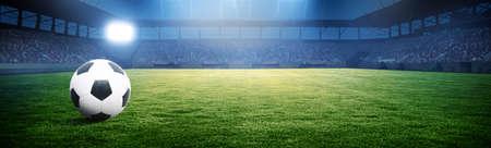 足球场,闪亮的灯光,从球场上看。足球的概念