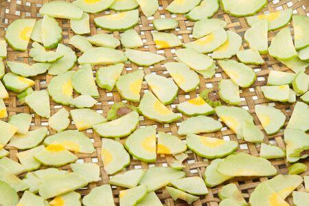 tamarindo: rebanada tamarindo malabar para hacer que se seque