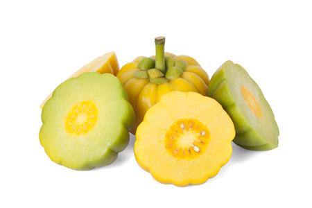 감귤류의 과일: 가르시니아 캄보지아 경로와 흰 배경에 고립 스톡 사진