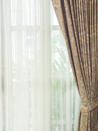 cortinas blancas: marrones y blancas cortinas, utilizan para el fondo