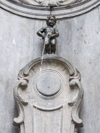 Manneken Pis (Little man Pee) or le Petit Julien, a landmark small bronze sculpture in Brussels, Belgium Stockfoto