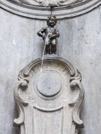 Manneken Pis (Little man Pee) or le Petit Julien, a landmark small bronze sculpture in Brussels, Belgium Stockfoto - 134847958