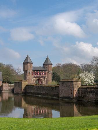 beautiful romantic Holland castle on water , Kasteel De Haar Stockfoto - 134320245